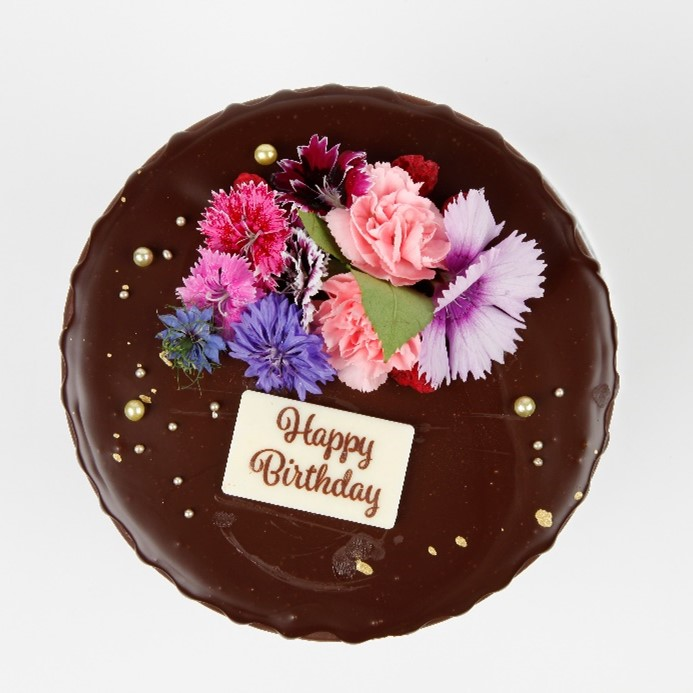 Floral Chocolate Cake with White Chocolate Placs